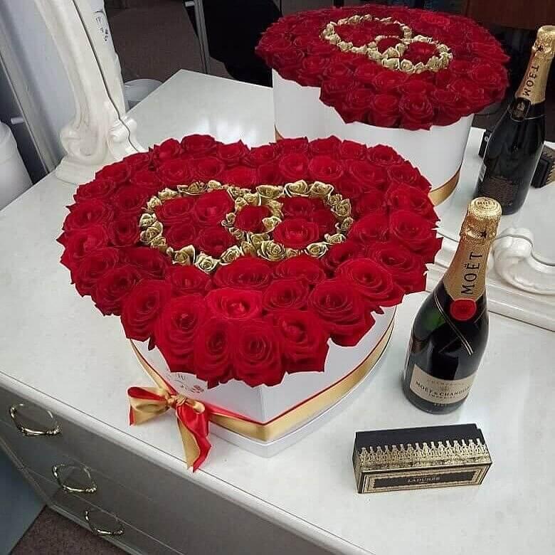 Букет на свадьбу в подарок Розы в коробке Красные Venus in Fleurs