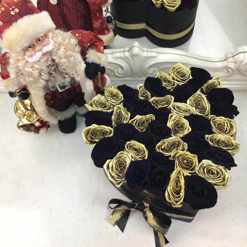 Черные розы в коробке с золотыми - сердце Розы в коробке Золотые Venus in Fleurs