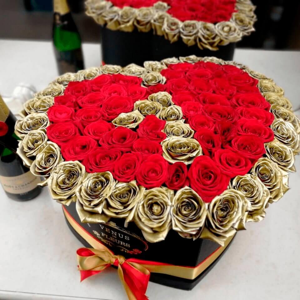 Цветы на годовщину Розы в коробке Красные Venus in Fleurs