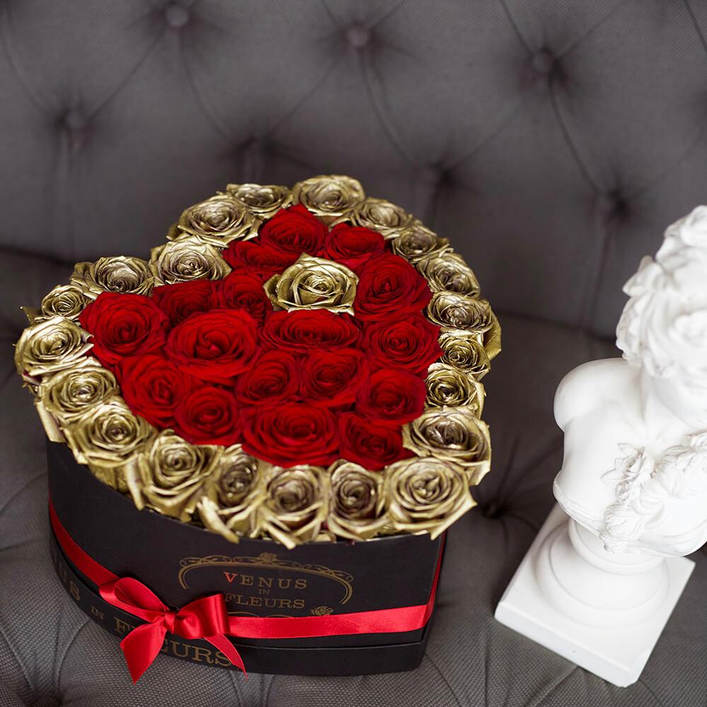 Красивые цветы для девушки Розы в коробке Красные Venus in Fleurs