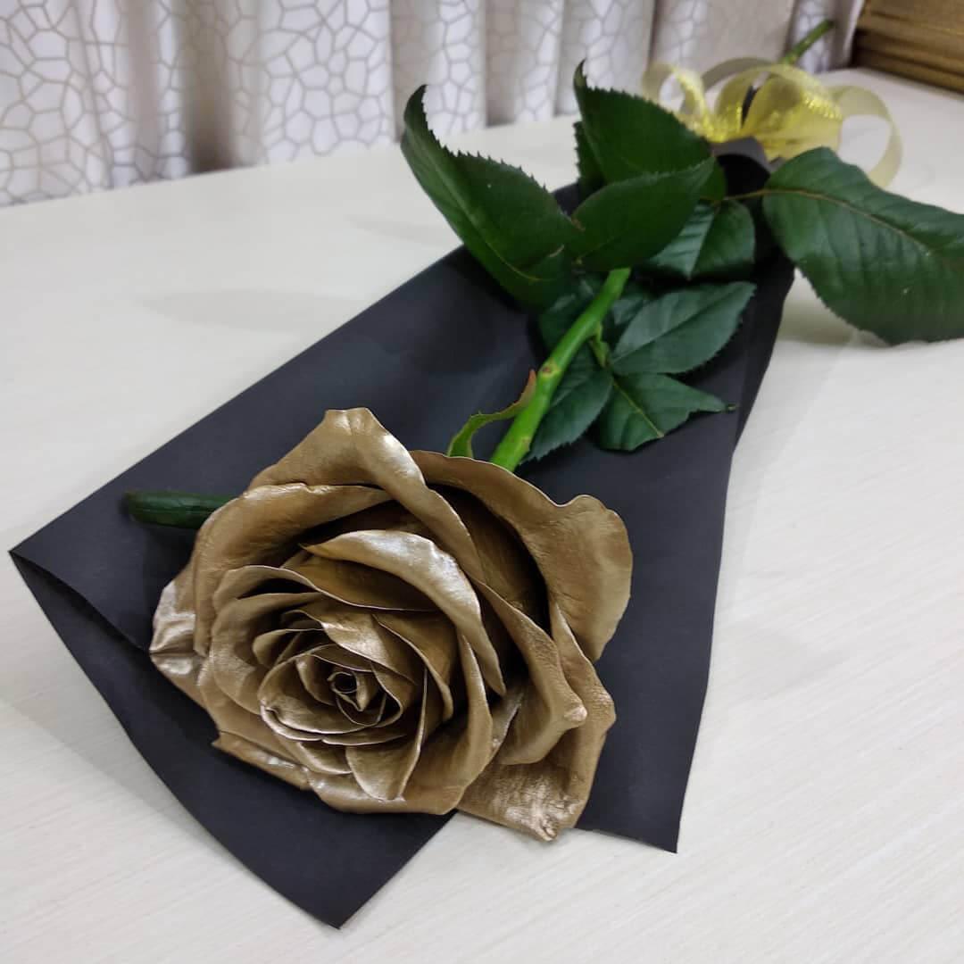 Золотая роза поштучно Букеты Золотые Venus in Fleurs