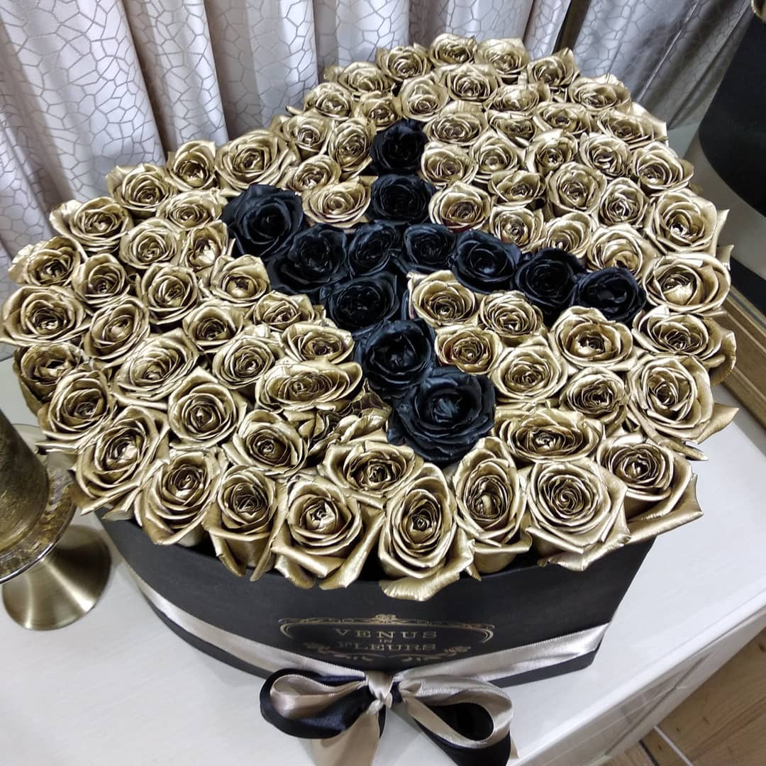 Золотые розы в коробке - сердце Black Name Розы в коробке Золотые Venus in Fleurs